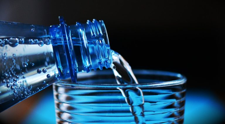 What to drink during workout? Hydration rules during exercise.