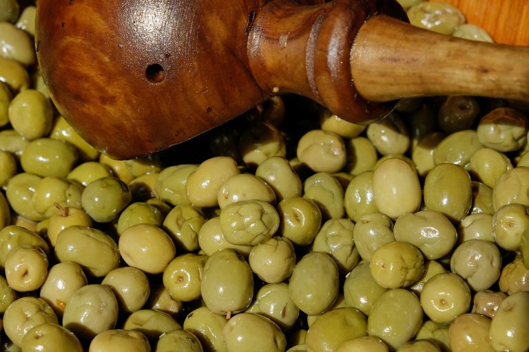Why it's worth eating olives?