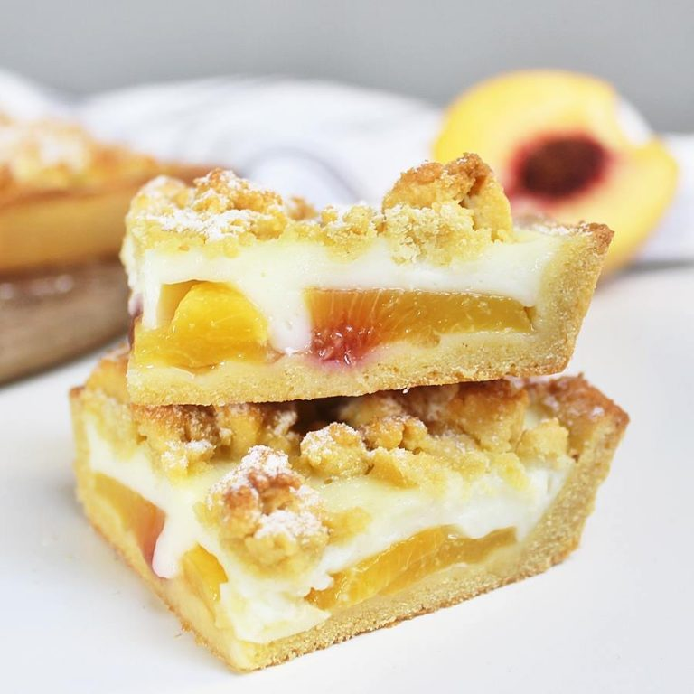 Healthy crunchy cake with pudding and peaches