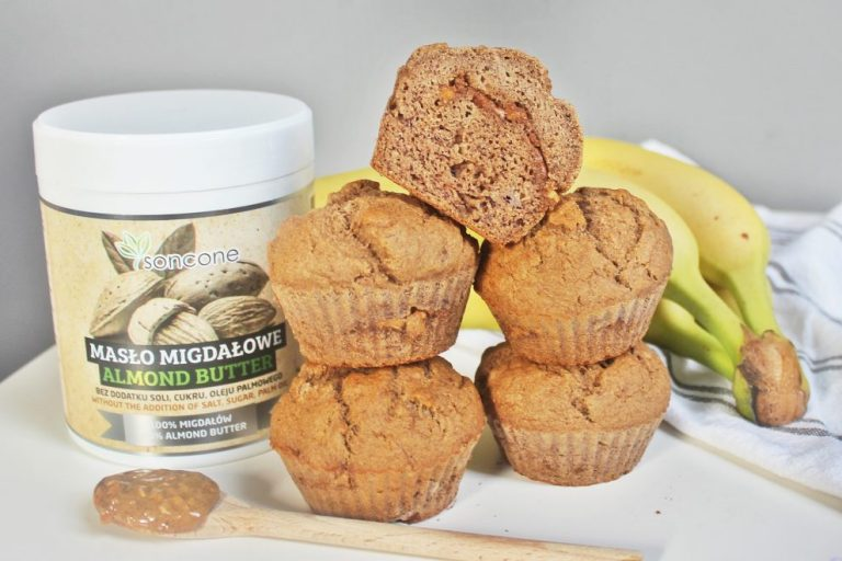 Banana muffins with almond butter