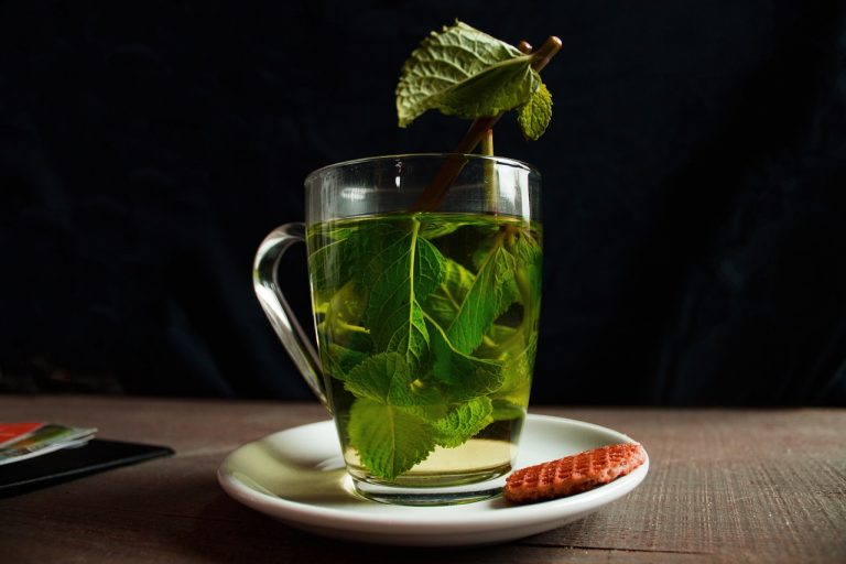 Is green tea healthy for stomach and liver?