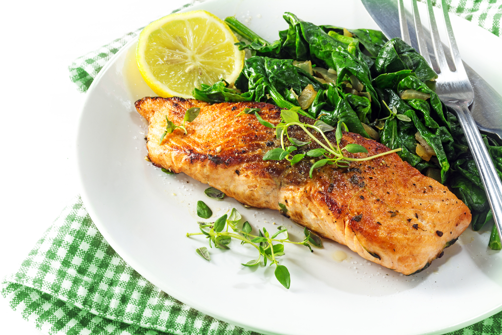 Example of meal on Kwasniewski diet - Salmon with spinach