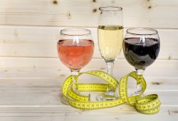 Does alcohol make you fat? How many calories does alcohol have?
